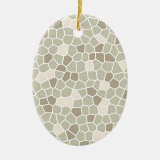 Helecho suave, almendra enmelada y gris de adorno navideño ovalado de cerámica