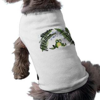 Helechos y rana mojados lluvia ropa perro