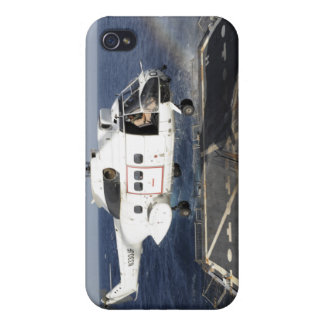 Helicopter lands aboard the Arleigh Burke-class iPhone 4 Cover