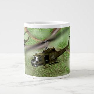 Helicóptero de Huey Taza Grande