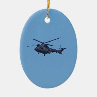 Helicóptero de los militares del puma de Westland Adorno Navideño Ovalado De Cerámica