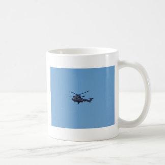 Helicóptero de los militares del puma de Westland Taza Básica Blanca