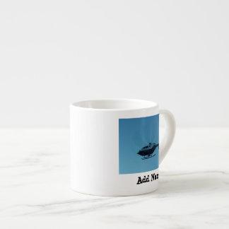 Helicóptero en café express del movimiento taza espresso