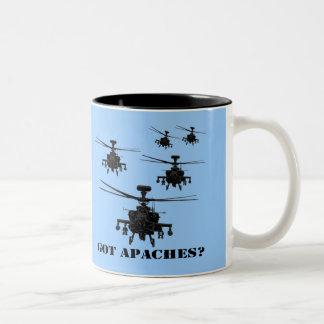 Helicóptero impresionante de Apache Tazas