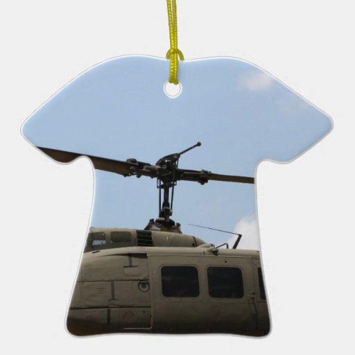 Helicóptero militar adorno navideño de cerámica en forma de playera