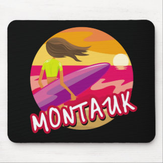 Hembra de la persona que practica surf de Montauk Tapetes De Ratones