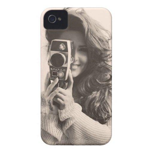 Hembra del vintage con la cámara iPhone 4 carcasa