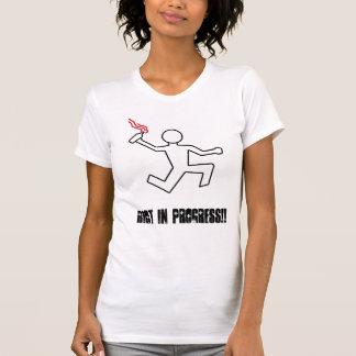 Hembra en curso del alboroto (camisetas de remera