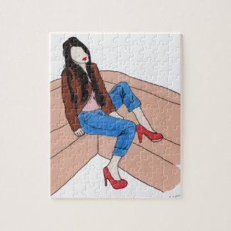 Hembra relajada en el sofá puzzle