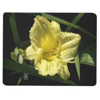 Hemerocallis amarillo del Daylily Cuaderno Grapado
