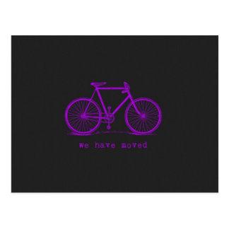 Hemos movido la bici coloreada pizarra postal