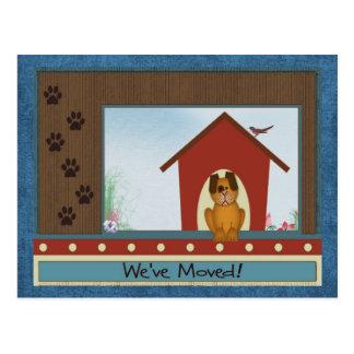Hemos movido la caseta de perro linda y la pata tarjetas postales