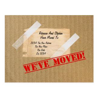 Hemos movido la nueva caja de cartón casera tarjeta postal