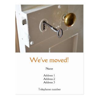 Hemos movido la postal con una puerta vieja y la c