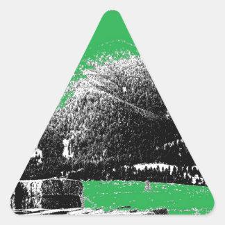 Heno con verde pegatina triangular
