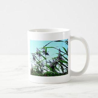 Heno en el verano taza de café