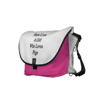 Here Lives A Girl Who Loves Pigs Messenger Bags