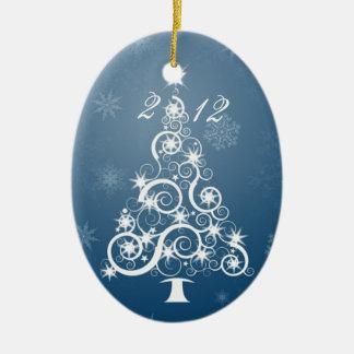 Herencia de familia, ornamento anual. adorno navideño ovalado de cerámica