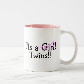 Hermana a gemelos del chica tazas de café