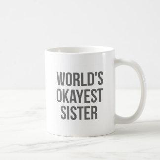 Hermana de Okayest del mundo Taza Básica Blanca