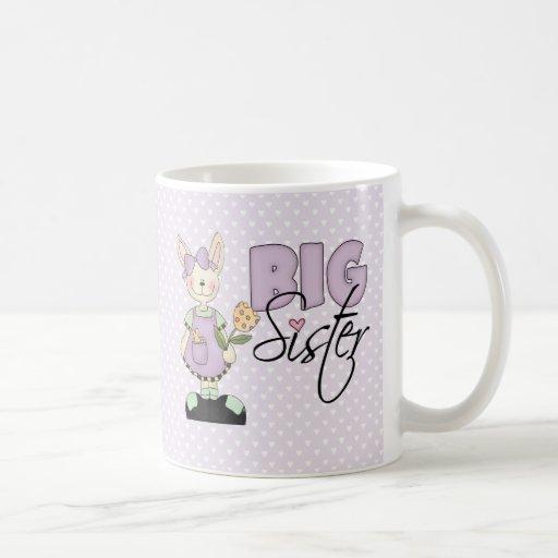 Hermana grande del conejito del país (violeta) taza