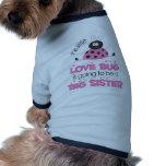 Hermana grande del insecto rosado del amor camiseta de perro