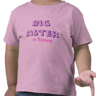 Hermana grande, en el entrenamiento camisetas