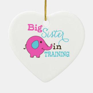 Hermana grande en elefante del entrenamiento adorno navideño de cerámica en forma de corazón