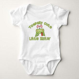 Hermana linda de Toadally pequeña T-shirts