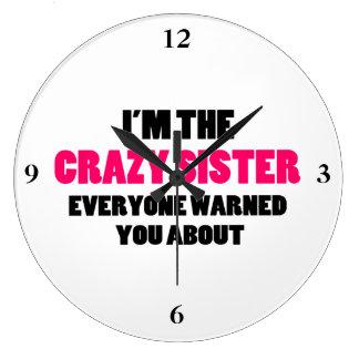 Hermana loca le advirtieron alrededor reloj redondo grande