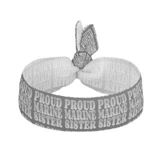 Hermana marina orgullosa en plata gomas de pelo