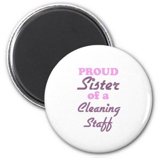 Hermana orgullosa de un personal de limpieza imán redondo 5 cm