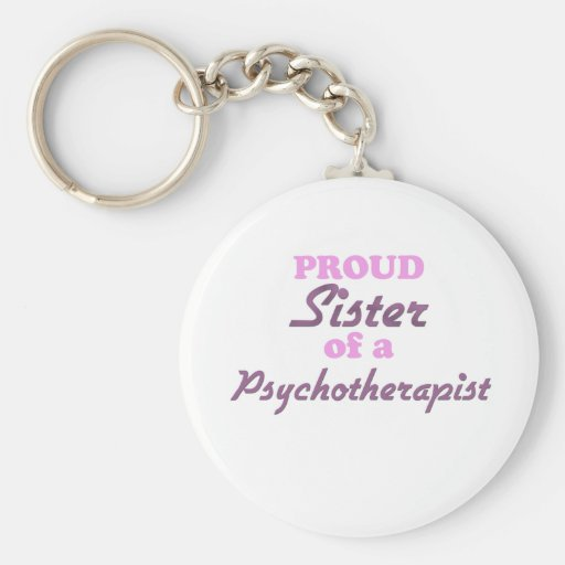 Hermana orgullosa de un psicoterapeuta llavero