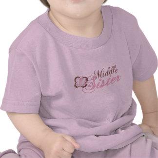 Hermana rosada del centro de la mariposa 2 camisetas