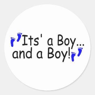 Hermana su un muchacho y a un muchacho pegatina redonda