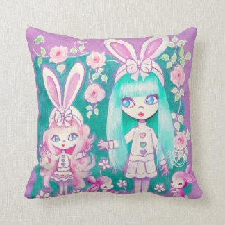Hermanas del chica de conejito almohada