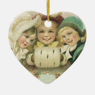 Hermanas del navidad del vintage, niños del adorno de cerámica en forma de corazón