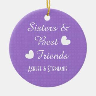 Hermanas y mejores amigos púrpuras 2 corazones adorno navideño redondo de cerámica