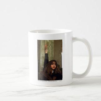 Hermione aumenta su mano taza
