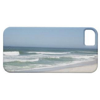 Hermosa vista de la playa contra el cielo claro 2 iPhone 5 Case-Mate fundas