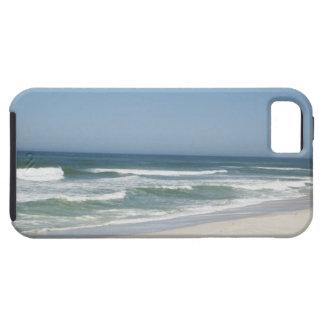 Hermosa vista de la playa contra el cielo claro 2 funda para iPhone SE/5/5s