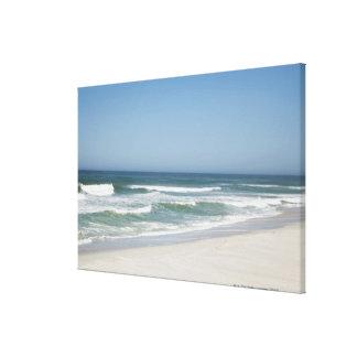 Hermosa vista de la playa contra el cielo claro 2 impresión en lienzo