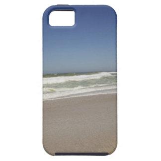 Hermosa vista de la playa contra el cielo claro 3 iPhone 5 Case-Mate carcasa