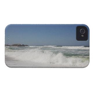 Hermosa vista de la playa contra el cielo claro iPhone 4 fundas