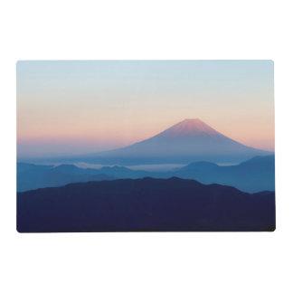 Hermosa vista el monte Fuji, Japón, salida del sol Salvamanteles