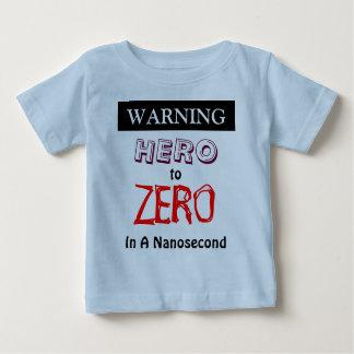 Héroe amonestador para poner a cero adentro un remera