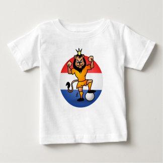 Héroe anaranjado del fútbol del león playera de bebé