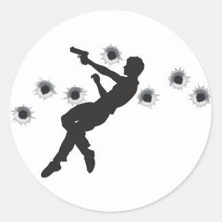 Héroe de la acción en silueta de la lucha del arma pegatinas