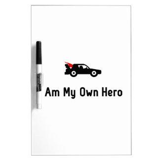 Héroe de las carreras de coches pizarra blanca