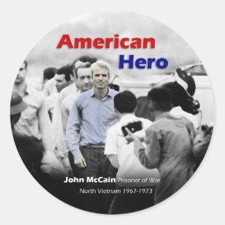 Héroe del americano de John McCain del PRISIONERO Pegatina Redonda